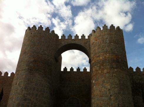 Puerta entrada Ávila murallas Castilla León es vida